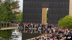 حدود هزار نفر در مراسم روز یکشنبه شرکت کردند