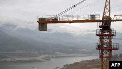 建设中的四川汉源新县城。老县城已被图中的水库淹没