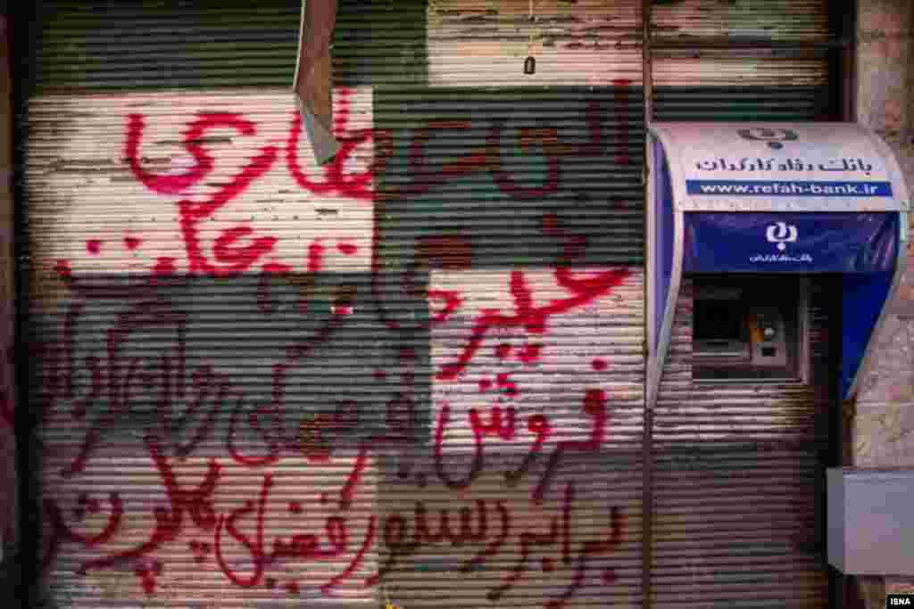 در حاشیه - قلعه ساختمان مشهد. عکس: صادق حاتمی