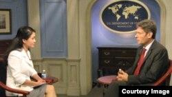 Trợ lý Ngoại trưởng Hoa Kỳ Tom Malinowski trong cuộc phỏng vấn do VOA thực hiện
