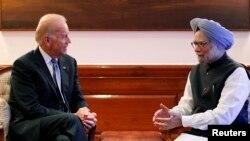 Phó Tổng thống Mỹ Joe Biden (trái) và Thủ tướng Ấn Ðộ Manmohan Singh tại New Delhi, ngày 23 tháng bảy năm 2013.