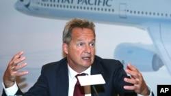 國泰航空公司行政總裁兼常務董事何杲2019年8月8日出席一個記者會。