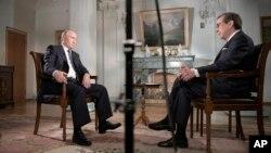 """Президент России Владимир Путин во время интервью программе """"Fox News Sunday"""". Хельсинки, Финляндия. 16 июля 2018 г."""