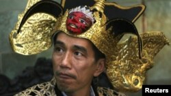 Joko Widodo (Jokowi), saat menjabat sebagai Walikota Solo, ikut berpartisipasi dalam pawai batik di Solo, tahun 2009 (Foto: dok). The City Mayors Foundation menempatkan Jokowi di posisi ketiga sebagai Walikota Terbaik Dunia dalam pemilihan World Mayor Project 2012.