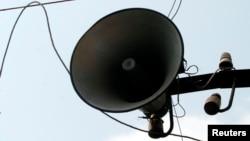Báo Tuổi Trẻ đưa tin nhiều người dân ở khu vực chợ Bà Lê đã rất bất ngờ khi nghe loa phát thanh của phường phát toàn tiếng Trung Quốc trong gần nửa giờ vào trưa 27/8.