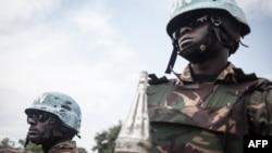 Des soldats tanzaniens de la Minusca patrouillent la ville de Gamboula le 6 juillet 2018.