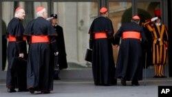 8일 로마 바티칸 교황청에 도착한 추기경들. 다음주에는 교황 선출을 위한 추기경 회의인 '콘클라베'를 시작할 것으로 보인다.