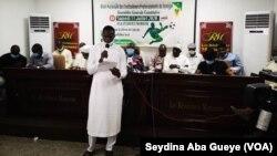 El Hadj Diouf, Yatma Diop, Ferdinand Coly entre autres président la création du syndicat, le 13 juillet 2020. (VOA/Seydina Aba Gueye)