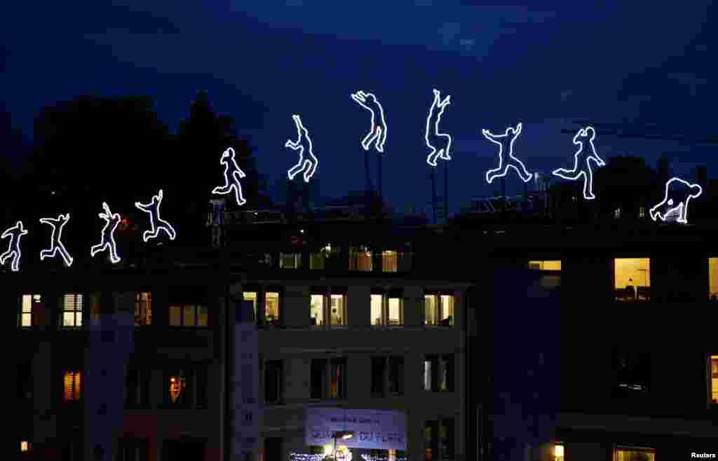 ពិព័រណ៍ភ្លើងពណ៌ «Run Beyond» ដោយសិល្បករ Angelo Bonello ត្រូវបានដាក់តាំងមុនពេលបើកពិធីបុណ្យភ្លើងពណ៌ Lausanne Lumieres ក្នុងក្រុង Lausanne ប្រទេសស្វីស។