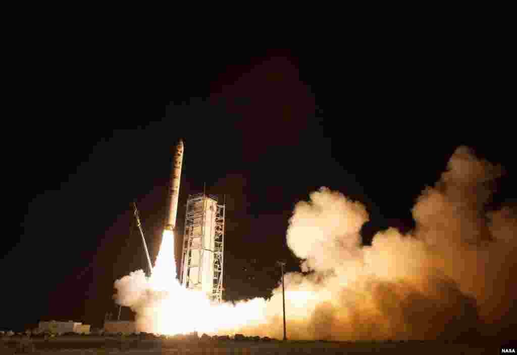 NASA's Lunar Atmosphere and Dust Environment Explorer (LADEE) observatory launches aboard the Minotaur V rocket from the Mid-Atlantic Regional Spaceport (MARS) at NASA's Wallops Flight Facility in Vieginai, Sept. 6, 2013.