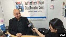 지난 2013년 설립된 북한이탈주민 글로벌 교육센터(TNKR)의 공동설립자 케이시 라티그 대표가 VOA 서울 특파원과 인터뷰하고 있다.