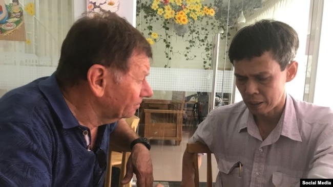 Ông Andre Menras và Nhà báo Độc lập Phạm Chí Dũng tại Sài Gòn, tháng 4/2019. Photo Facebook Menras Andre.