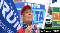 Bà Trúc Minh, 79 tuổi, cũng như nhiều người Việt lớn tuổi ở Quận Cam, rất phiền lòng vì con cháu ủng hộ ông Joe Biden