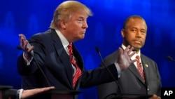 Ben Carson (à droite), et Donald Trump, lors du débat des candidats à la présidentielle républicaine, Colorado le 28 octobre 2015. Source : AP