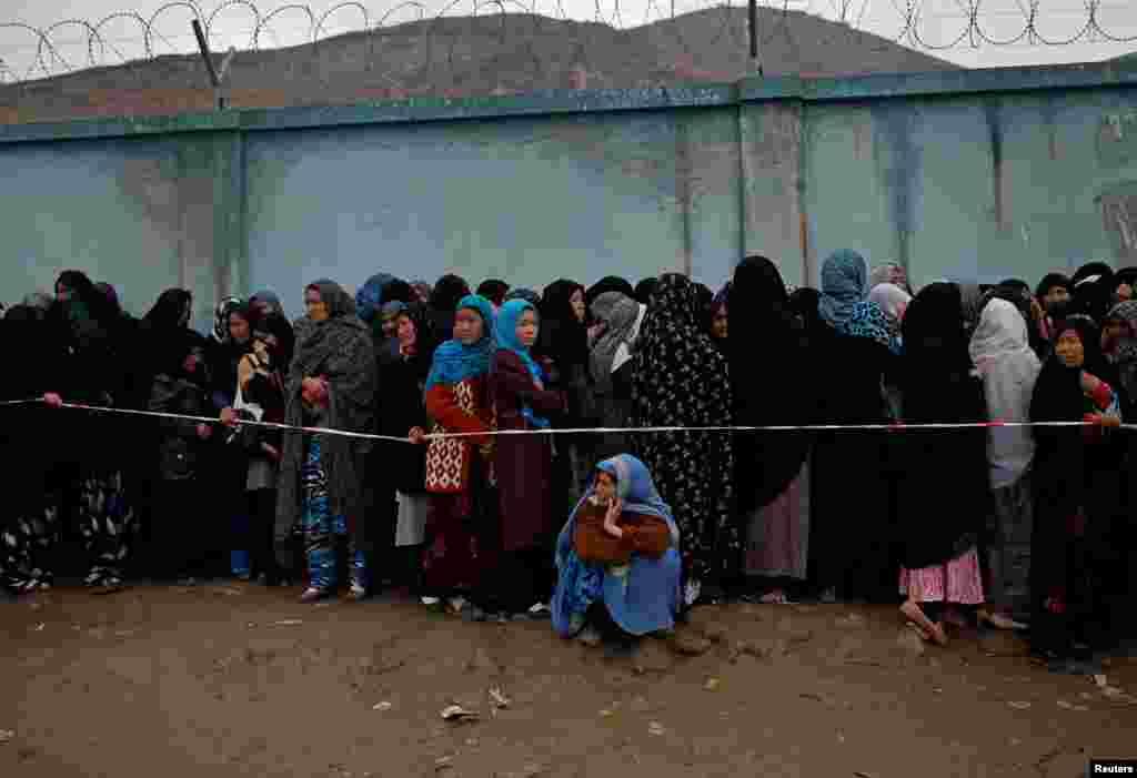 اجتماع زنان برای دادن رأی - کابل، ۵ آوریل ۲۰۱۴