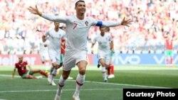 رونالدو، کپتان پرتگال، یکبار دیگر ستارۀ میدان بود و تیمش را به پیروزی در برابر مراکش رهنمون کرد