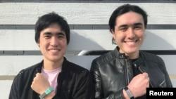 سیاٹل کے نوجوانوں پر مشتمل ایک کمپنی نے ایسا 'رسٹ بینڈ' ایجاد کیا ہے جو ہاتھ منہ کے قریب جاتے ہی بینڈ پہننے والے کو خبردار کر دیتا ہے۔