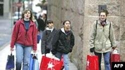 Chi tiêu của giới tiêu thụ Mỹ tăng