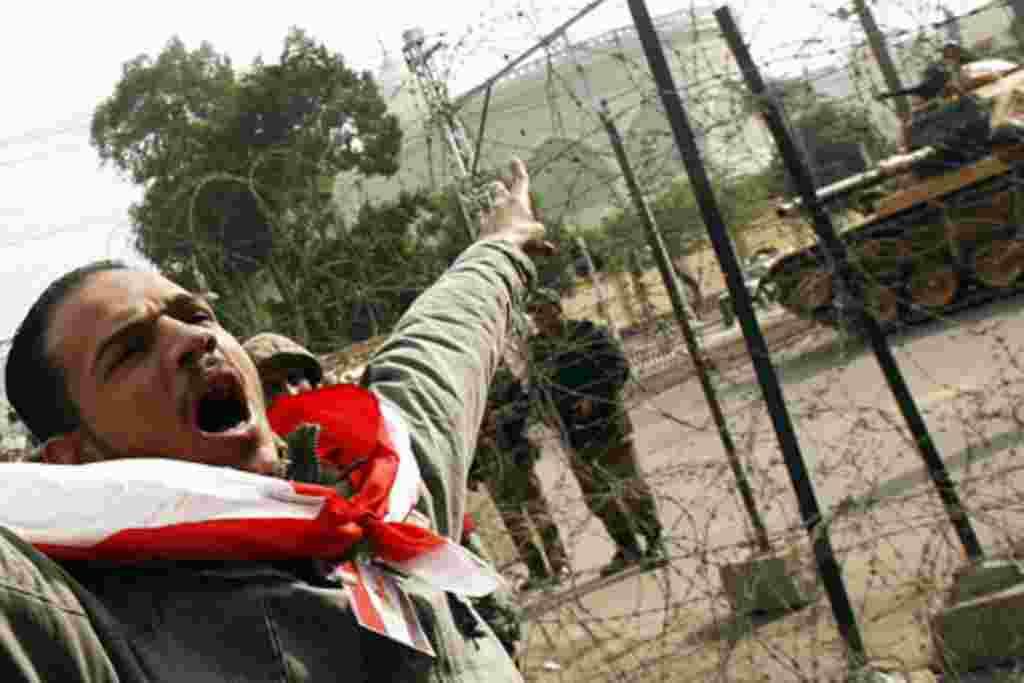 Manifestantes lanzan proclamas de júbilo tras 18 días de protestas.