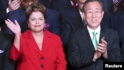 La presidenta de Brasil, Dilma Rousseff, y el secretario general de la ONU, Ban Ki-moon, al inaugurar la cumbre en Río de Janeiro.