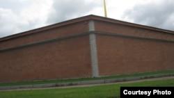 Наружная стена Головкина бастиона Петропавловской крепости, где были найдены останки расстрелянных по приговору ВЧК