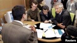 Jean-Louis Borloo (au centre) avec l'ex-Premier ministre français Dominique de Villepin (à droite).