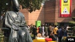 لاہور ادبی میلہ 2020 میں علم و ادب سے دلچسپی رکھنے والے افراد کی ایک بڑی تعداد نے شرکت کی۔