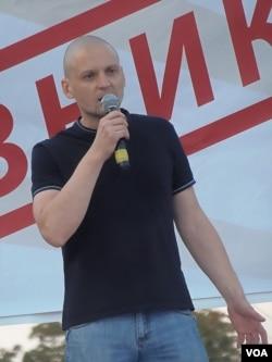反对派领袖乌达里佐夫在7月26日莫斯科反政府集会中发表讲话(美国之音白桦)