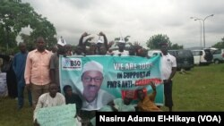 Wasu magoya bayan shugaban Najeriya Muhammadu Buhari a birnin Abuja