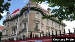 Gedung KBRI di Washington, DC yang dibeli atas prakarsa Ali Sastroamidjojo pada tahun 1952. (courtesy: KBRI Washington DC)