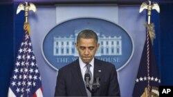 Tổng thống Obama trong cuộc họp báo về vụ nổ súng ở trường tiểu học Sandy Hook ở Newtown, bang Connecticut, ngày 14/12/2012.