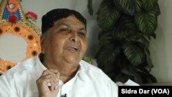 سماجی رہنما عبدالفتح سمیجو کے مطابق کچھ با اثر لوگ ہندو برادری کو دباؤ میں لانے کی کوشش کر رہے ہیں