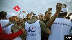Pristalice islamističkog pokreta Enada na završnom skupu u Tunisu