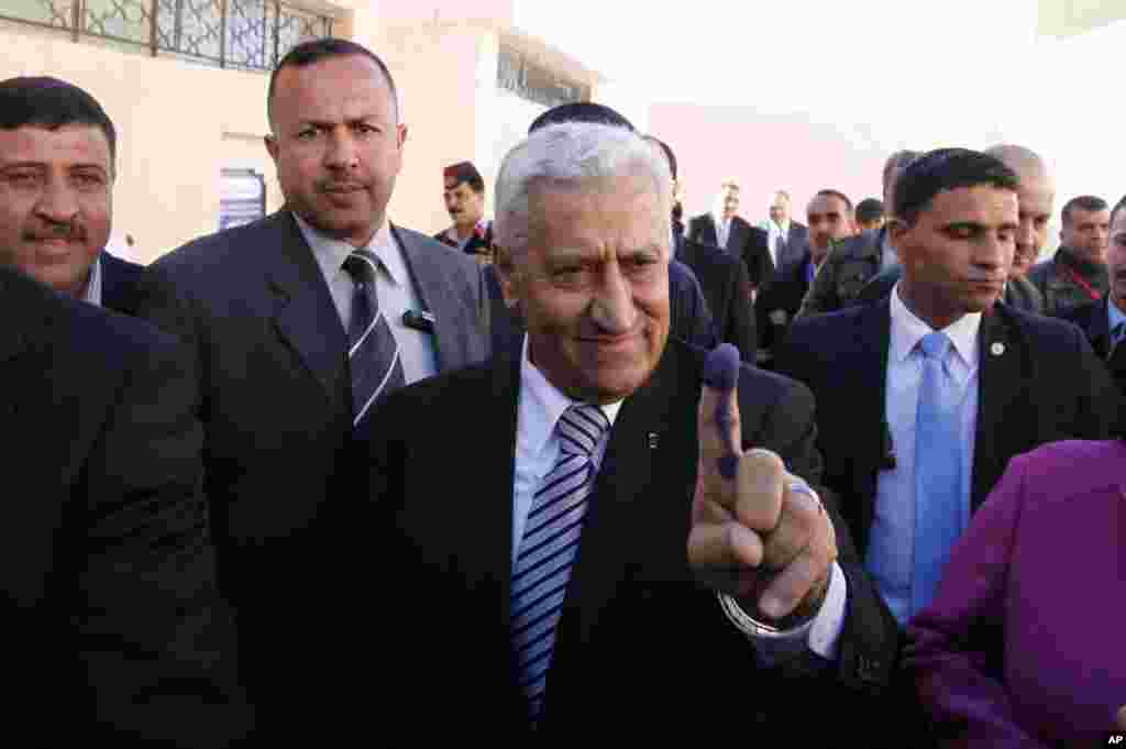 Jordanian Prime Minister Abdullah Ensour shows the voting ink on his finger, Al-Salt, Jordan,January 23, 2013.