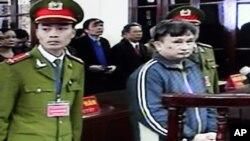 Tran Anh Kim (kanan), seorang pembangkang Vietnam yang baru-baru ini dibebaskan (foto: dok).
