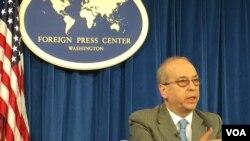 美助理國務卿拉塞爾(2016年2月10日,美國之音莉雅拍攝)