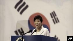 박근혜 한국 대통령이 15일 서울 세종문화회관에서 열린 제70주년 광복절 중앙경축식에서 경축사를 하고 있다.