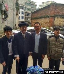 律师与明经国的家人(明帮伟/左起、郭莲辉、刘文华、二儿子)(网友推特图片)