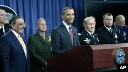 새 국방전략을 발표하는 오바마 미국 대통령 (가운데)