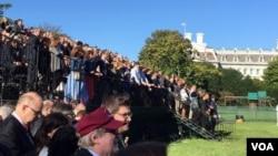Milhares esperam pelo Papa em Washington