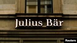 Bank swasta Swiss Julius Baer, telah menyetujui tawaran penyelesaian yang diajukan Departemen Kehakiman AS dan bersedia membayar denda sebesar 79,7 juta dolar. (Foto: ilustrasi).