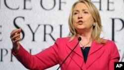 Clinton dijo que EE.UU. busca una solución pacífica pero tiene todas las opciones sobre la mesa.