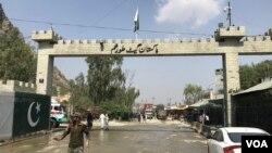 طورخم بارڈر پر اب افغانستان کی طرف طالبان نظر آتے ہیں۔