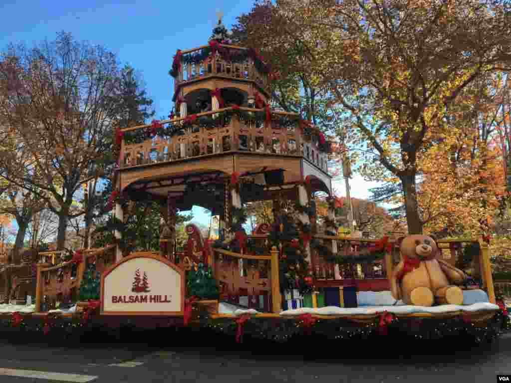 Las carrozas comenzaron a desfilar alrededor de las 9:30 de la mañana del jueves 22 de noviembre en Nueva York.