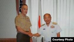 日本自卫队统合幕僚监部公开了一组邓福德与河野克俊8月18日会谈的照片