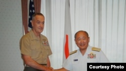 日本自衛隊統合幕僚監部公開了一組鄧福德上將與河野克俊8月18日會談的照片