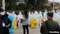 ဝ ျပည္နယ္မွာ ေတြ႔ရတဲ့ PPE ဝတ္စံုဝတ္ က်န္းမာေရးဝန္ထမ္းတခ်ိဳ႕။ (ဓာတ္ပံု - Nyi Rang - ဇန္နဝါရီ ၈၊ ၂၀၂၁)
