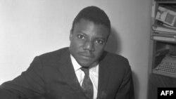 Yambo Oueloguem, Mali gafesenbena ka saya