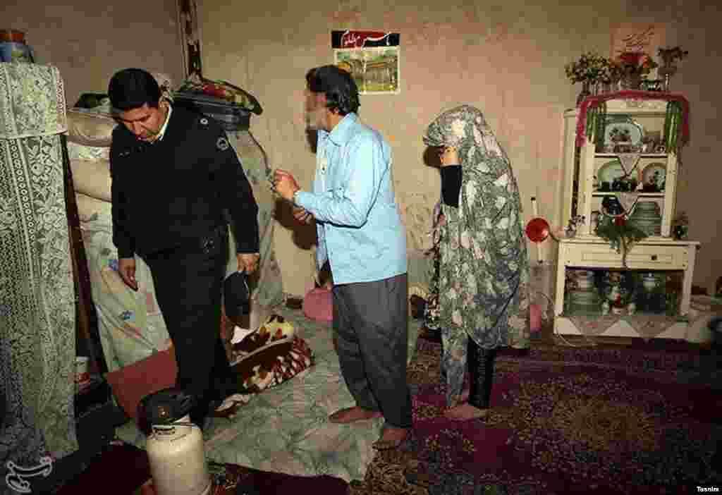 پلمپ مراکز فروش مواد مخدر در طرق - مشهد. عکس: نیما نجفزاده
