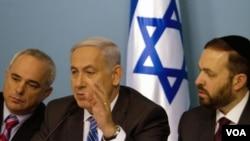 PM Israel Benjamin Netanyahu (tengah) telah setuju merundingkan perbatasan negara Palestina dengan menggunakan garis gencatan senjata tahun 1967.